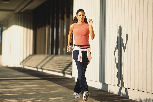 Tập đi bộ đúng cách