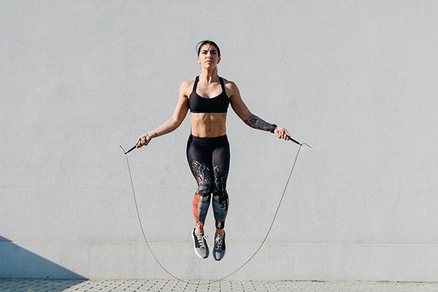 Nhảy dây bằng 2 chân