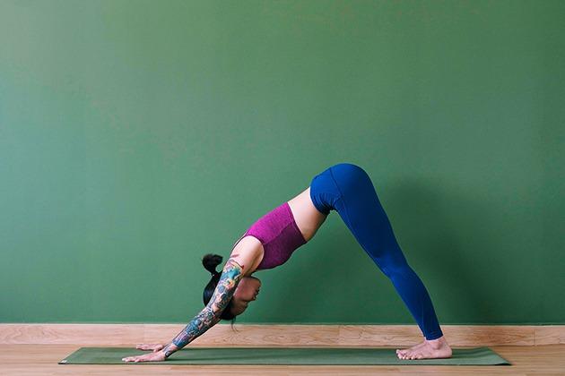 Tư thế Yoga chó cúi mặt