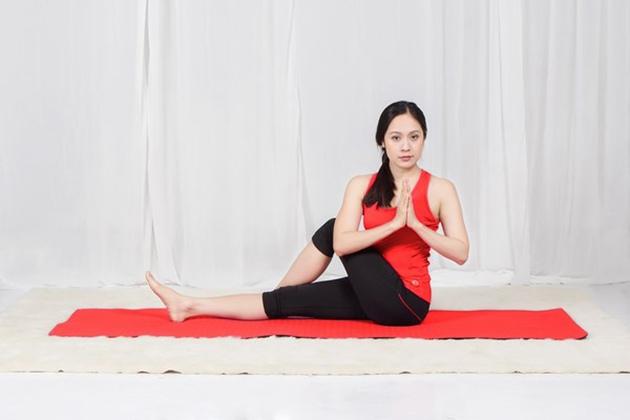 Tư thế Yoga Half Fish Pose