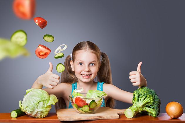Ăn rau quả giúp giảm mỡ mặt