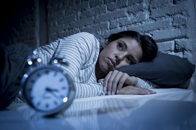 Ngủ muộn giảm thính giác
