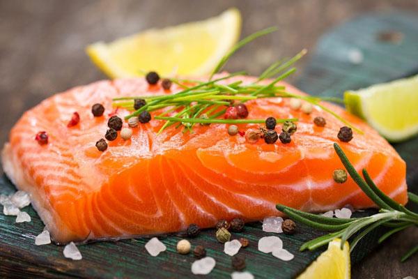 Cá hồi giúp cơ bắp phục hồi nhanh chóng