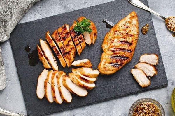 Ức gà chứa nhiều protein