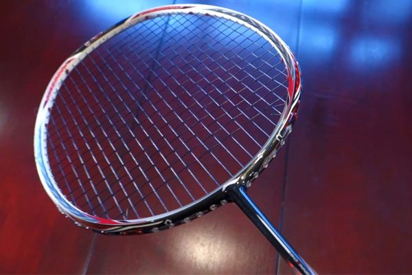 Chọn mức độ căng vợt trung bình cho người mới chơi