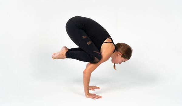 Tư thế yoga con quạ