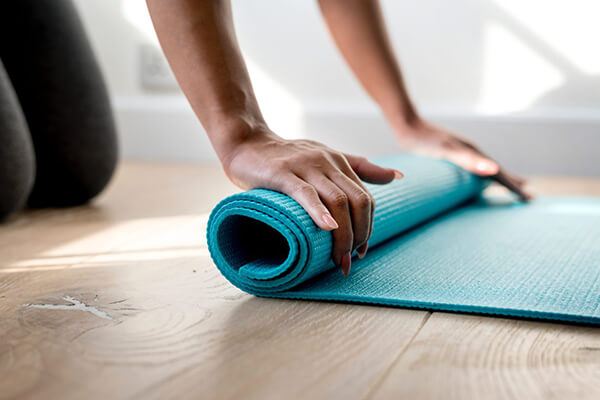 Nên chọn thảm Yoga có thể gập gọn, vệ sinh dễ dàng