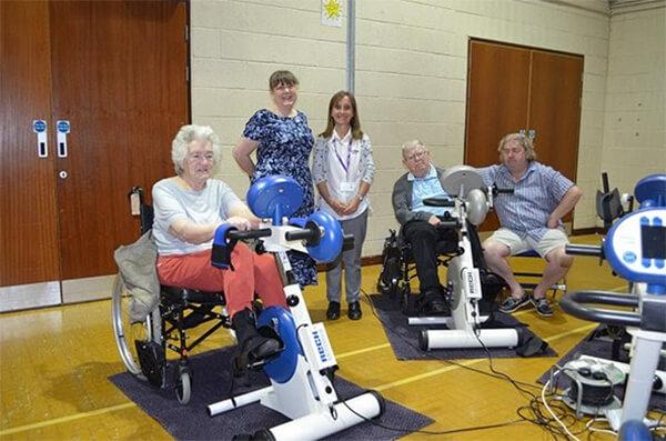 Xe đạp tập phục hồi chức năng là thiết bị giúp người bệnh phục hồi chức năng vận động sau tai biến