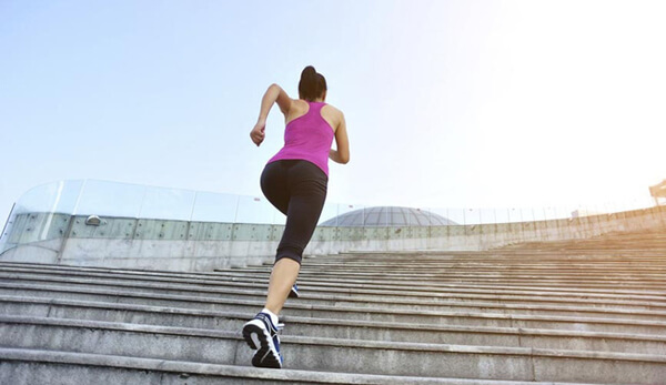 Leo cầu thang giảm cân