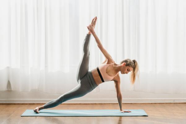Plank giúp cân bằng cơ thể